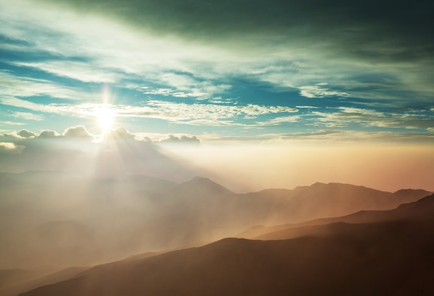 ハワイ、マウイ島、ハレアカラ火山の美しい日の出シーン