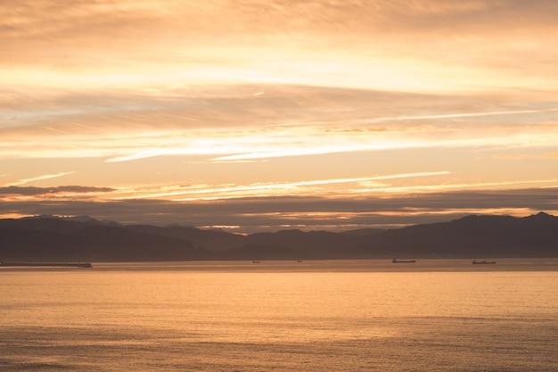 ビーチの美しい夕日