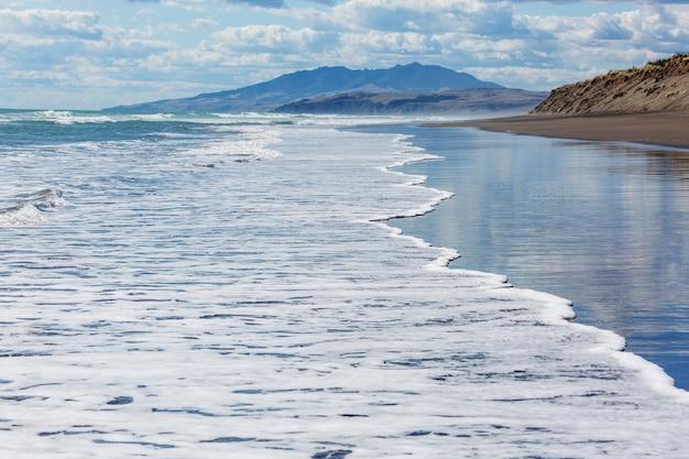Красивый закат на берегу океана, новая зеландия.