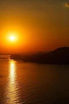 아름 다운 일몰 바다 수평선 풍경입니다. 일몰 수평선 바다 전망입니다. 바다 일몰 보기