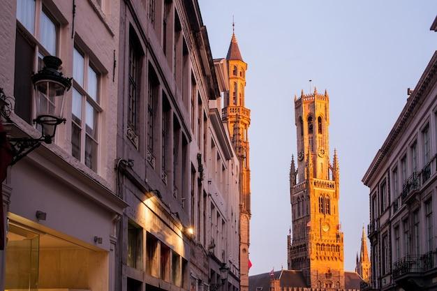 브뤼헤, 벨기에의 종탑에 아름다운 일몰