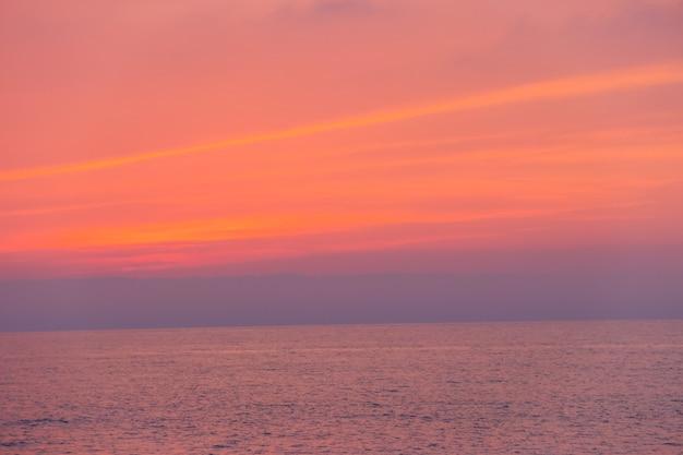 Красивый закат над черным морем