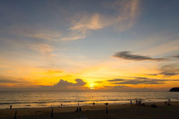 바다의 아름다운 일몰 자연과 여행 개념