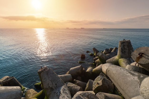 Красивый закат пейзаж Premium Фотографии