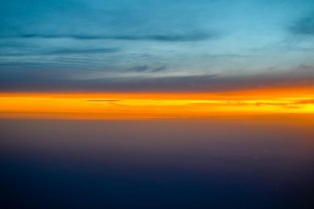 美しい夕焼け空カラフルな背景