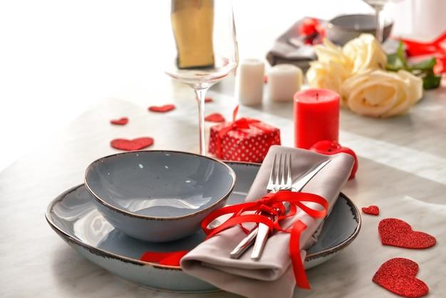 발렌타인 데이 축하를위한 아름다운 테이블 세팅