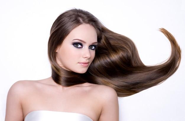 긴 광택 머리 수평으로 아름 다운 십 대 소녀