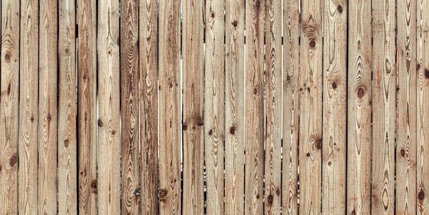 Красивый фактурный деревянный стол из натуральных материалов.