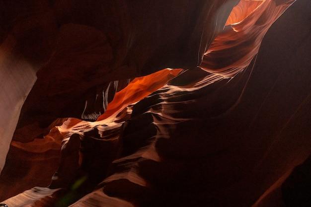 Красивые текстуры в верхнем каньоне антилопы в городе пейдж, штат аризона. соединенные штаты