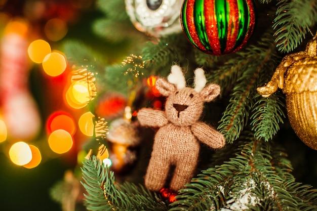 新年の木のクローズアップで美しいおもちゃ