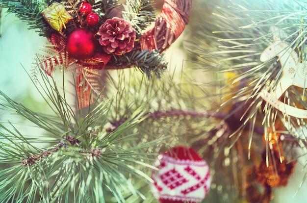 美しい伝統的なクリスマスの装飾のクローズ アップ