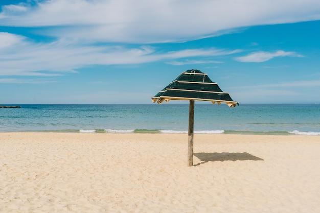 美しい熱帯のビーチ、夏の海