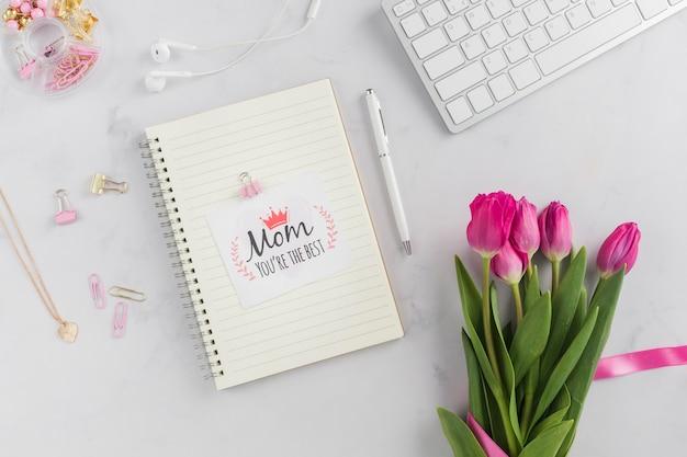 Красивые тюльпаны и открытка ко дню матери