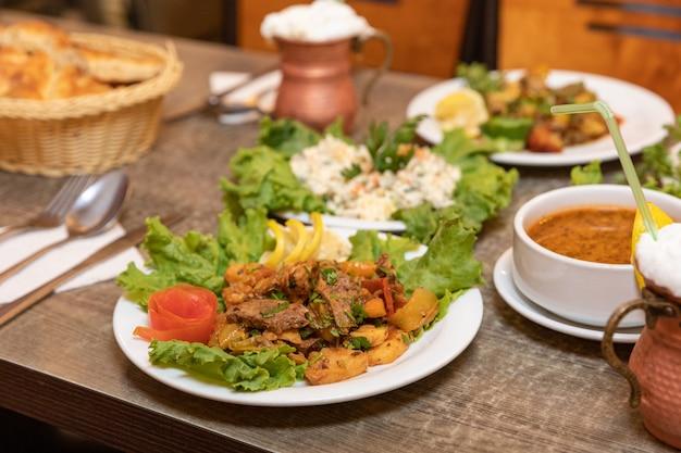 Красивая турецкая мясная еда крупным планом
