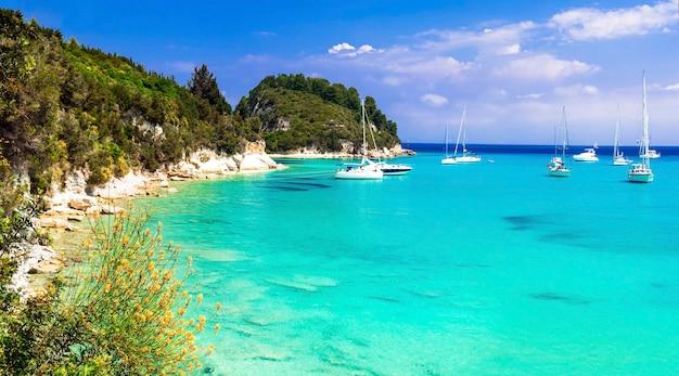 ギリシャの美しいターコイズブルーのビーチ-パクシ島イオニア諸島のラッカ