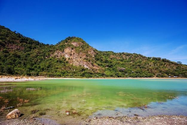 美しいターコイズブルーの湖、アレグリア、エルサルバドル。