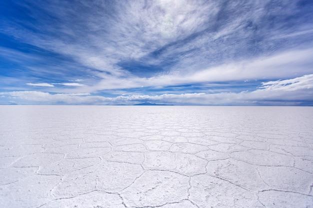 Bella distesa di sale di uyuni in bolivia