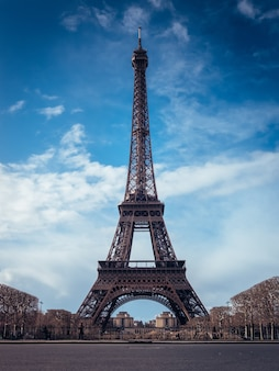 Beautiful vertical shot of the eiffel tower on a bright blue sky