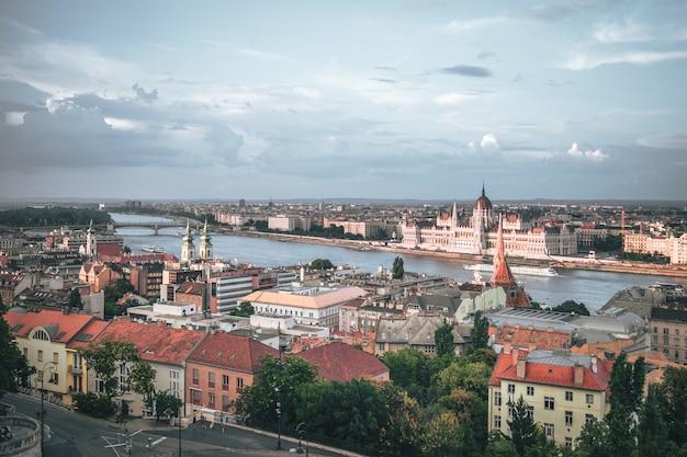 La splendida vista e l'architettura di budapest