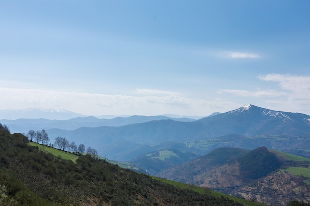 Прекрасный вид с горы себрейро в галисии, испания