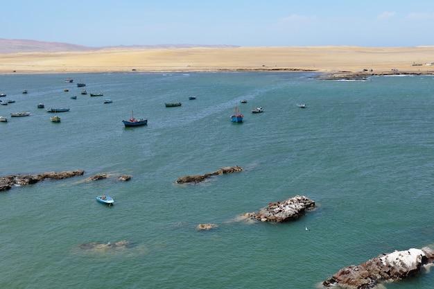 パラカスのラグニラの海岸のビーチからの美しい眺め