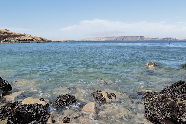 パラカスのビーチ鉱山の海岸からの美しい眺め