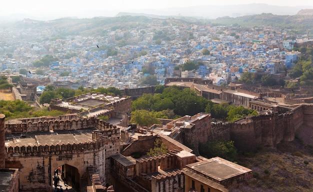 南アジアの小さな町の古い建物の美しい景色