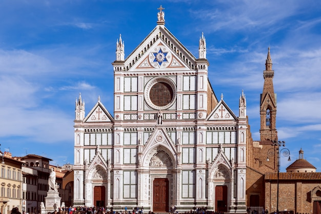 イタリア、フィレンツェの聖十字架大聖堂(サンタクローチェ聖堂)の美しい景色