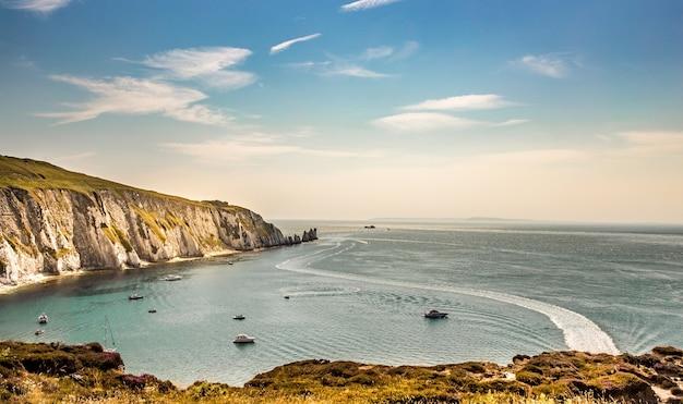イギリス海峡のワイト島の港の美しい景色