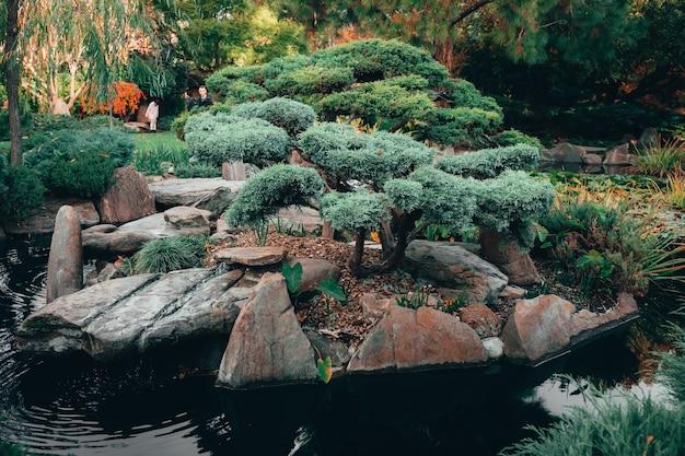 전통적인 스타일의 일본 애들레이드 히메지 정원에서 매혹적인 자연의 아름다운 전망