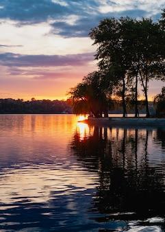 夕日の光の美しい景色