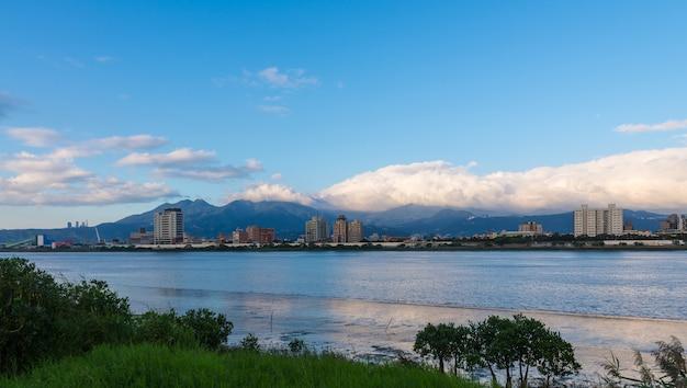 Прекрасный вид на город тайбэй с красивой атмосферой