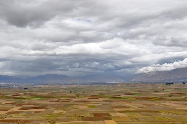 乾季のオルコトゥナの広範な農作物の美しい景色