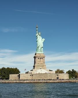 뉴욕의 유명한 자유의 여신상의 아름다운 전망