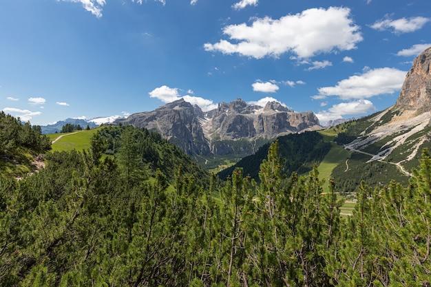 イタリアのドロミテの美しい景色。イタリアアルプス、コルフォスコ-アルタバディア。