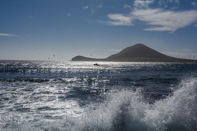 山の美しい景色。海の美しい景色。テネリフェ島、カナリア諸島、スペイン。