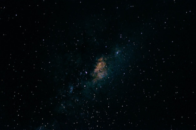 밤하늘에 별의 아름다운 전망
