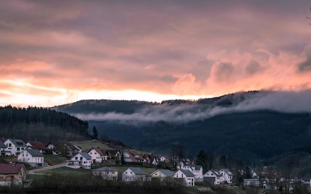 ドイツの小さな町の夕日の美しい景色