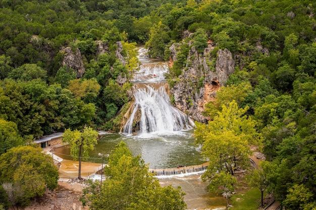 Прекрасный вид на водопад тернер в центральной части оклахомы