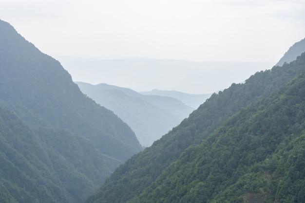 トゥシェティの山々の美しい景色、風景。ジョージアへの旅行