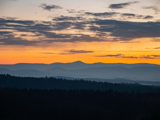 Sudetes 산, 폴란드에 일몰에 아름 다운보기