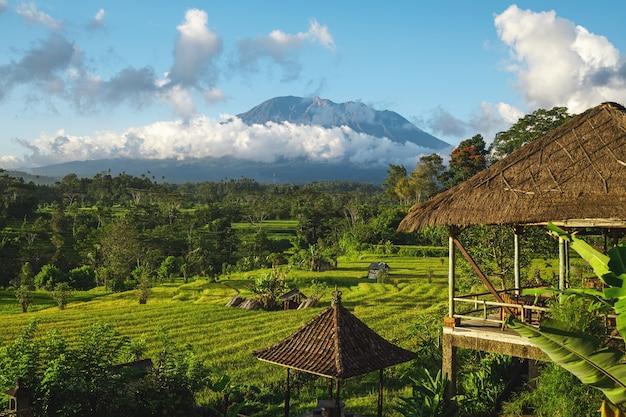 Прекрасный вид на гору агунг. бали, индонезия.