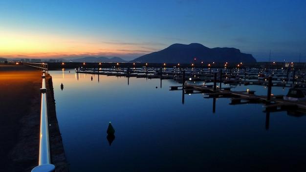 Bella vista sul mare durante il tramonto