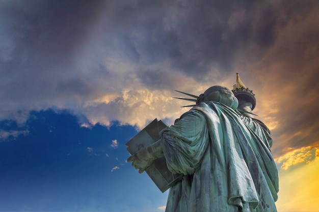 Beautiful view the statue of liberty at sunset in new york city, united states of america