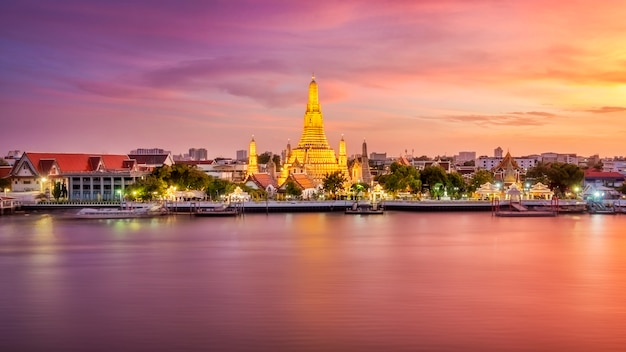 Beautiful view of wat arun temple at twilight in bangkok, thailand