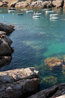 海とボートの美しい景色