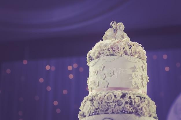 Красивый винтажный торт на свадьбу с пространством для дизайна