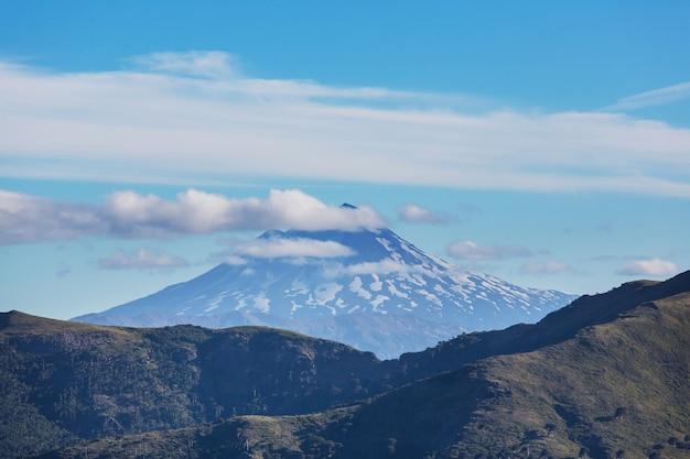 Красивые вулканические пейзажи в чили, южная америка