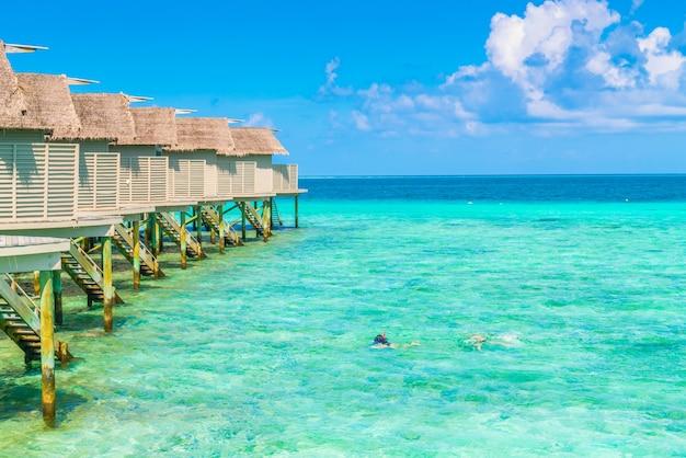 열대 몰디브 섬의 아름다운 워터 빌라.