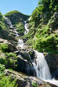 ロシア、ソチ国立公園の美しい滝